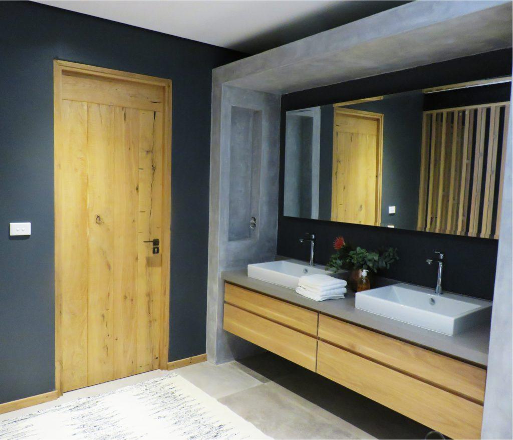 Contemporary doors bathroom